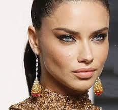 عکس, آرایش لاکچری با لباس طلایی