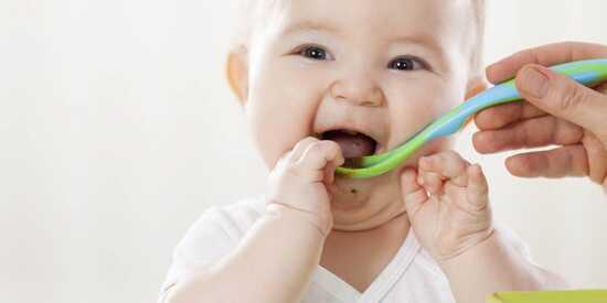 عکس, سوپ سبزیجات و لوبیا برای نوزادبه سن غذای کمکی رسیده