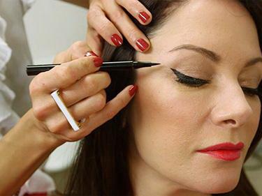 عکس, روش کشیدن خط چشم روی پلکهای چروک دار و شل